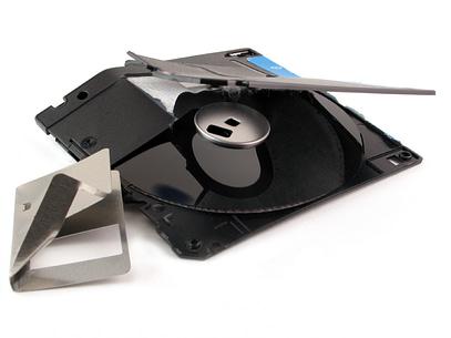 Broken-Floppy-Disk_iStock_000001187137Small