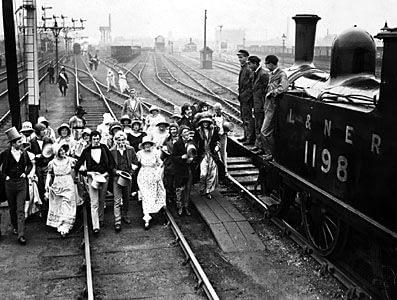 a8f7ceeb20c7ad3d902a108a1cf5e24e--uk-history-history-photos