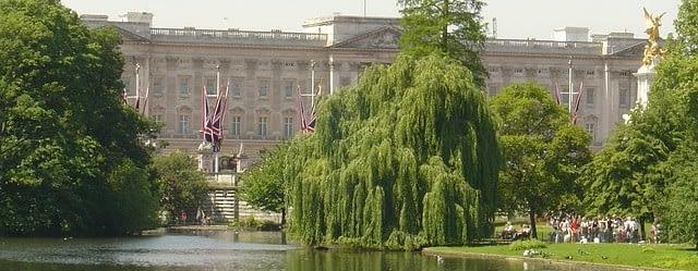 buckingham-palace-76007_640